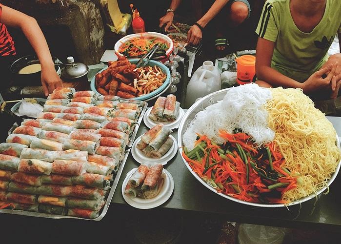khu ẩm thực ở Sài Gòn - hẻm 76 Hai Bà Trưng