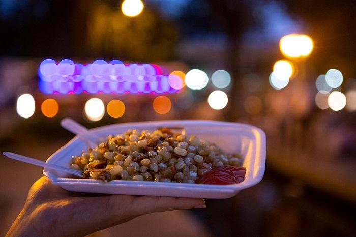 khu ẩm thực ở Sài Gòn - khu ăn vặt ven hồ Con Rùa