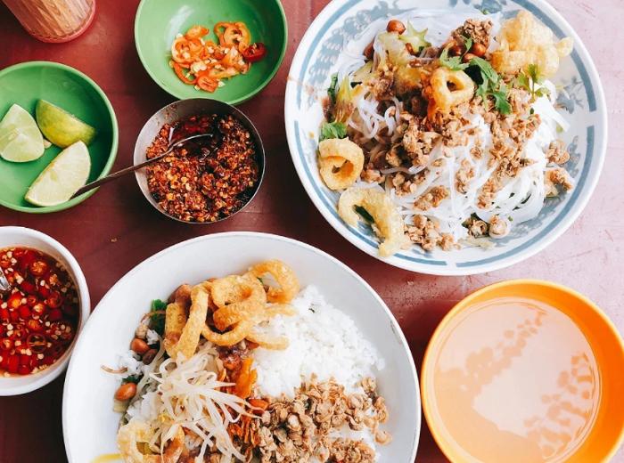 khu ẩm thực ở Sài Gòn - hẻm 284 Lê Văn Sỹ
