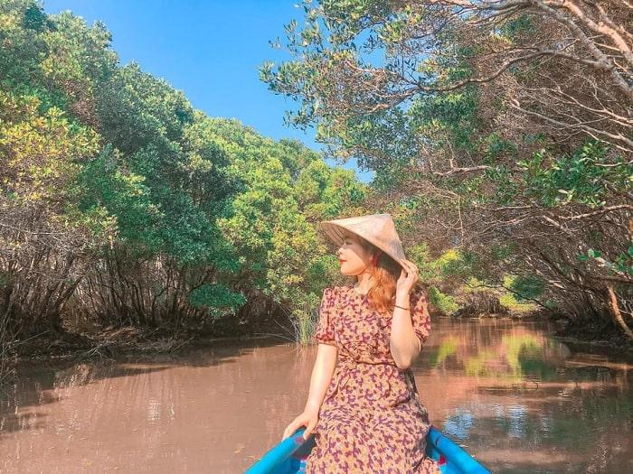 mũ, nón - vật dụng cần thiết khi thăm Bàu Cá Cái Quảng Ngãi vào mùa hè