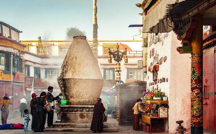 Tránh mắc lỗi về nghi thức Phât giáo - Hướng dẫn du lịch Lhasa