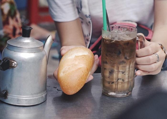Những nét văn hóa đặc trưng của Sài Gòn- cafe vợt độc đáo