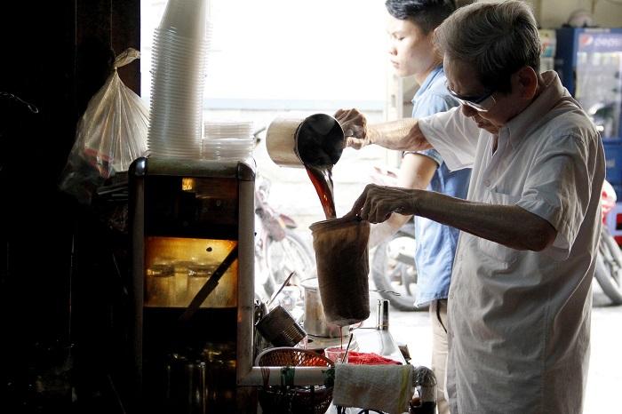 Những nét văn hóa đặc trưng của Sài Gòn- cafe vợt