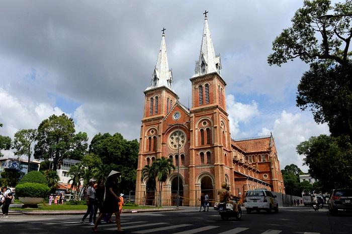 Những nét văn hóa đặc trưng của Sài Gòn- nhà thờ Đức Bà