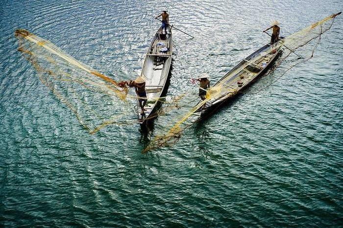 Khám phá đầm Chuồn Huế - Ngư dân quăng lưới