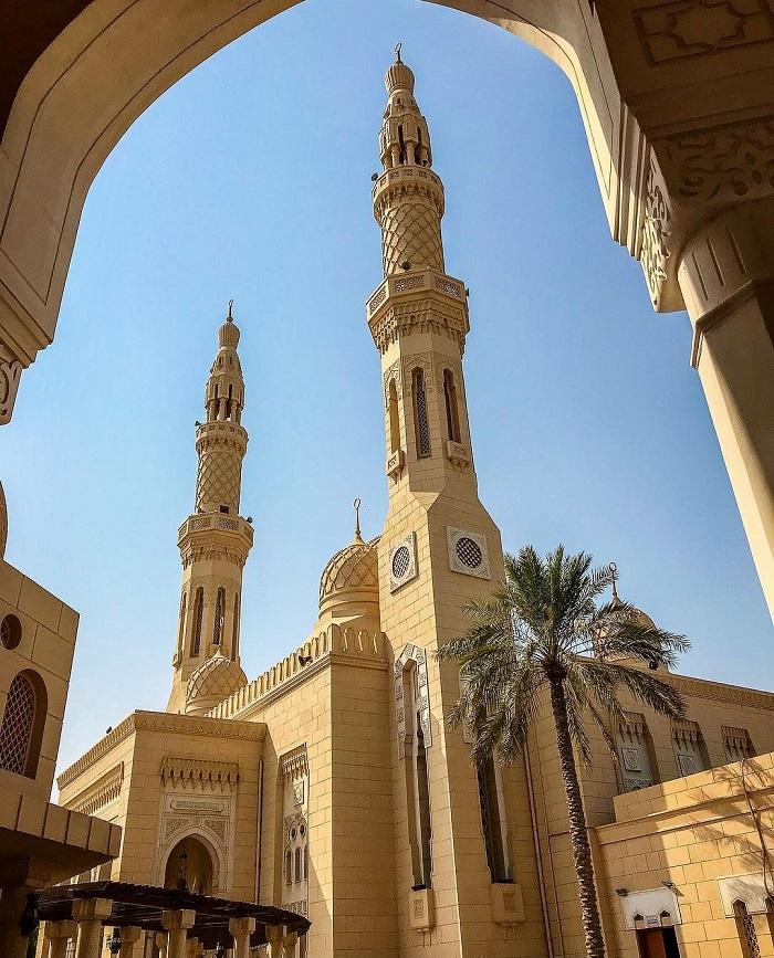 Một trong những địa danh mang tính biểu tượng nhất ở Dubai - Nhà thờ Hồi giáo Jumeirah