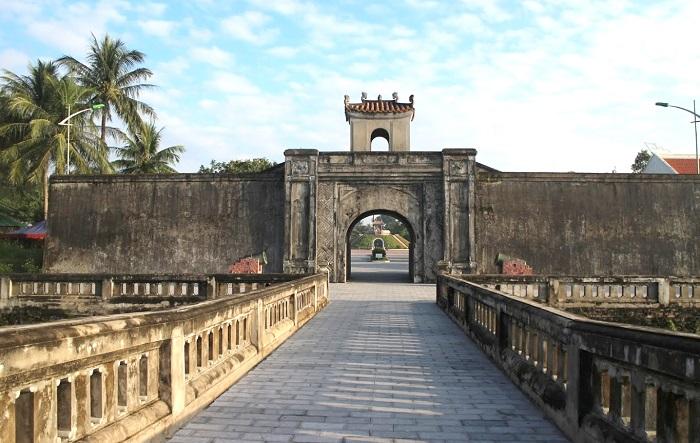 nhà thờ Long Hưng Quảng Trị - thành cổ Quảng Trị