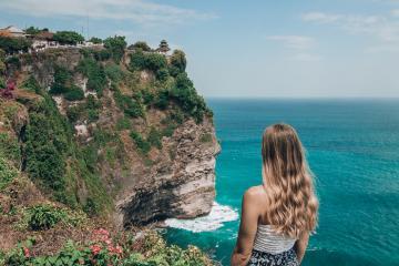 Hướng dẫn tham quan đền Uluwatu ngoạn mục nhìn ra Ấn Độ Dương