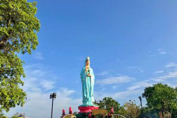 Đến chùa Quan Âm Nam Hải Bạc Liêu cầu bình an, may mắn