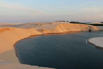 Bàu Thủy Ứ - 'tiểu sa mạc' đẹp như trong tranh ở Quảng Trị thu hút du khách