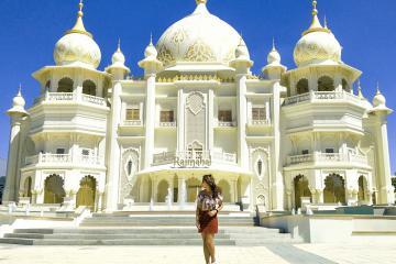 Đắm mình trong thế giới xa hoa và sôi động tại công viên Bollywood Dubai