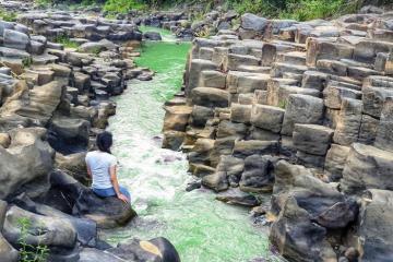 Khám phá vẻ đẹp của suối đá đĩa Gia Lai - điểm check-in mới toanh của phố núi