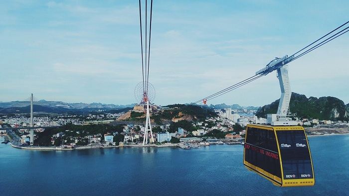 Interesting experiences when traveling to Ha Long - cable car bus