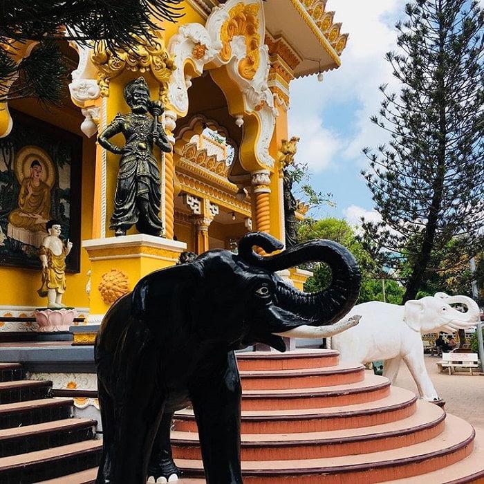 Danh sách chùa ở Châu Đốc - Tượng voi
