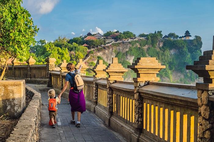 Đền Uluwatu nằm ở cực nam của Bali