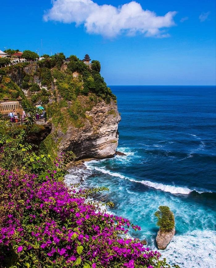 Ulunwatu là một địa điểm lướt sóng nổi tiếng - Hướng dẫn tham quan đền Uluwatu