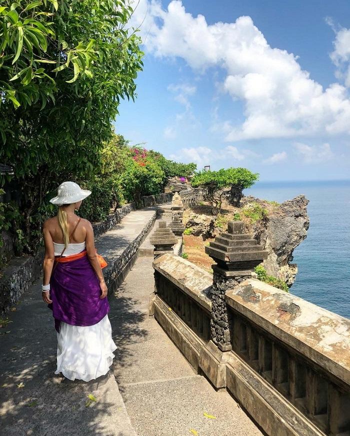 Con đường dẫn vào ngôi đền chính - Hướng dẫn tham quan đền Uluwatu