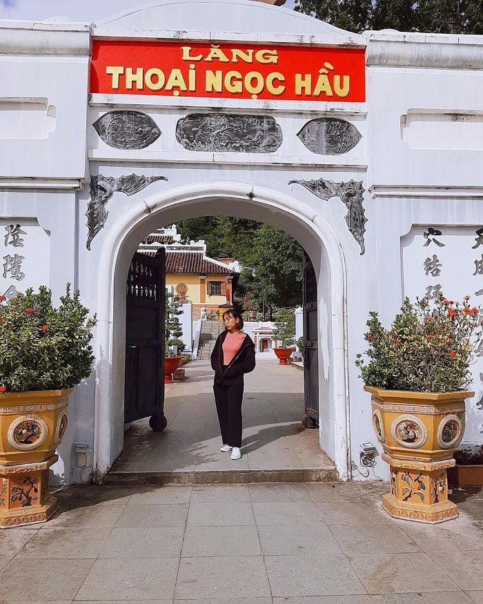 Danh sách chùa ở Châu Đốc - Viếng lăng Thoại Ngọc Hầu