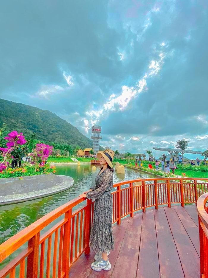 Check in khu du lịch điện mặt trời An Hảo - View hồ nước