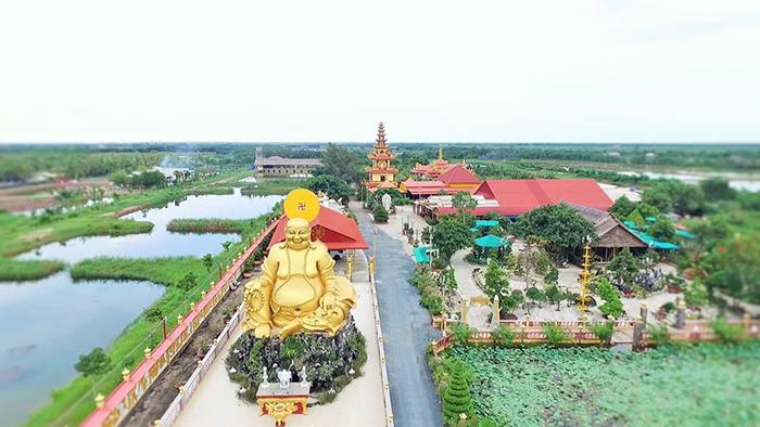 Check-in chùa Vạn Phước Bến Tre tuyệt đẹp giữa miền sông nước