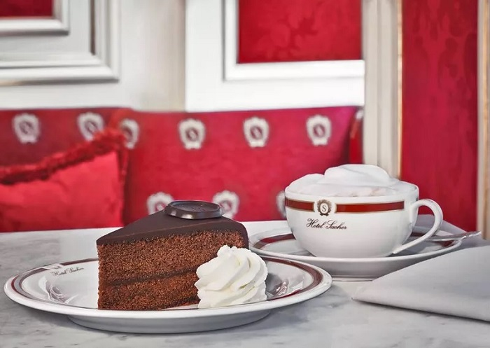 Delicious Viennese cuisine should not be missed when traveling