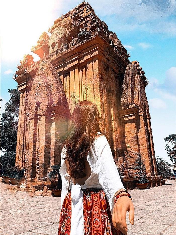 Bỏ túi kinh nghiệm du lịch Tháp Bà Ponagar đầy đủ nhất!