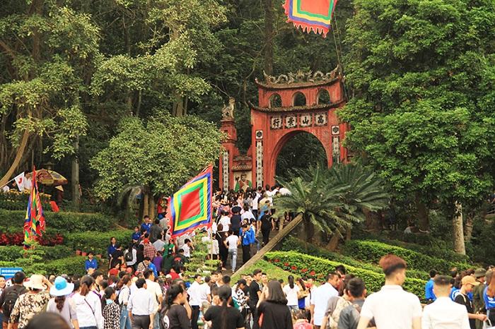 Tới thăm di tích lịch sử Đền Hùng - Phú Thọ