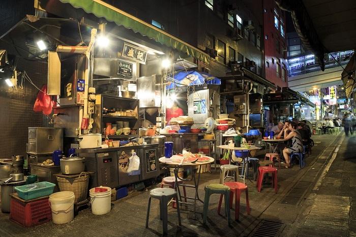 Các món ăn đường phố ở Hong Kong được bán trong những Dai Pai Dong