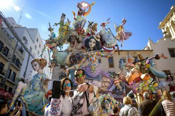 Ngỡ ngàng vẻ đẹp cổ kính và hoa lệ của thành phố Valencia Tây Ban Nha