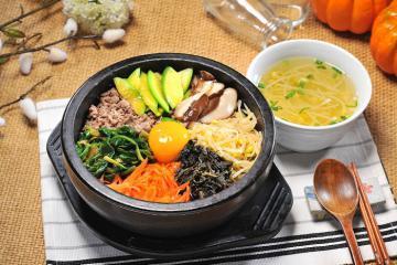 Cơm trộn Bibimbap Hàn Quốc - món ngon độc đáo gây thương nhớ của người Hàn