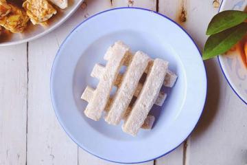 Lên Cao Bằng đừng quên món bánh chè lam dẻo thơm