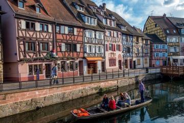 Những ngôi làng cổ tích nước Pháp đẹp như tranh vẽ
