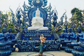 Check in tại ngôi chùa xanh dát vàng đầy mê hoặc tại Chiang Rai