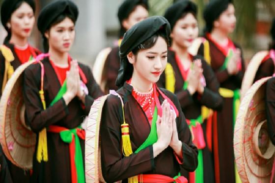 Về miền quan họ Bắc Ninh thăm lễ hội Vua Bà