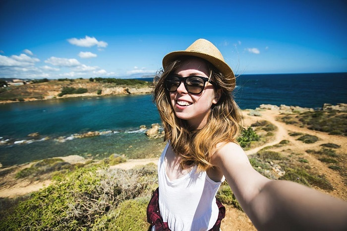 secrets of virtual living while traveling alone