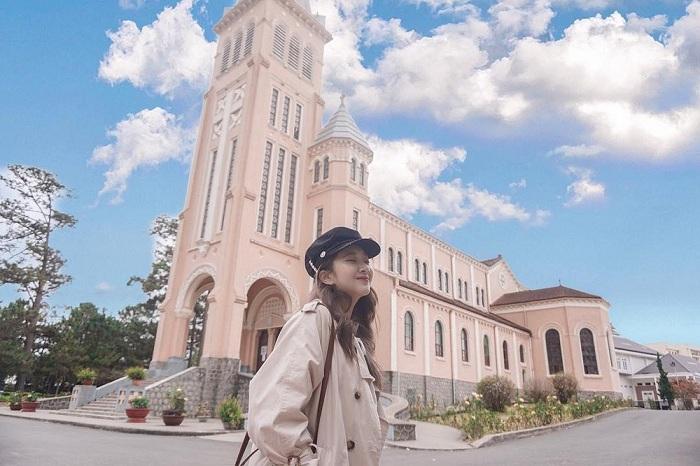 Nhà thờ Con Gà - Địa điểm du lịch ở Đà Lạt được yêu thích nhất