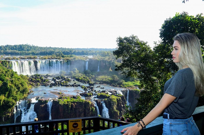 Marvel at the majestic beauty of Iguazu waterfall in Brazil