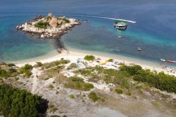 Bãi Nhà Cũ trên đảo Bình Ba: biển trong, cát trắng, san hô lộ thiên đẹp mắt