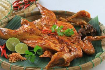 Thơm ngon đẫy đà với món gà nướng Savanakhet tinh túy tại Lào