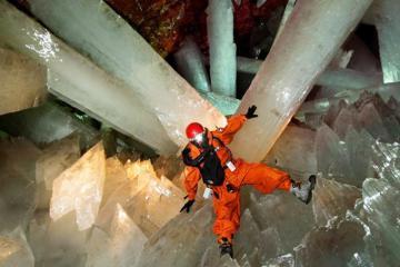 Câu chuyện kỳ lạ bên trong hang động Naica Mexico