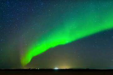 Kỳ diệu như tự nhiên ở Iceland: cực quang lộng lẫy, mặt trời mọc lúc nửa đêm