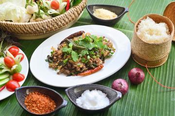 Món lạp của người Lào - sức hấp dẫn không thể chối từ