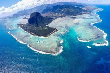 Truy tìm ngọn thác dưới đáy biển Mauritius đầy bí ẩn