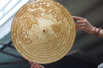 Nghệ thuật chiếc nón trúc chỉ đậm tình xứ Huế