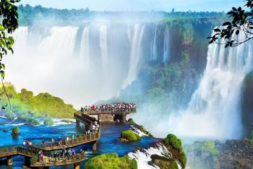 Ngỡ ngàng trước vẻ đẹp hùng vĩ của thác nước Iguazu tại Brazil