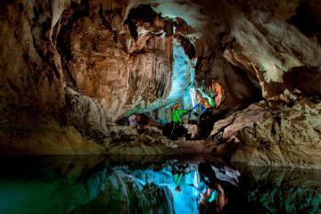 Thám hiểm mê cung tráng lệ tại Hang Chà Lòi Quảng Bình