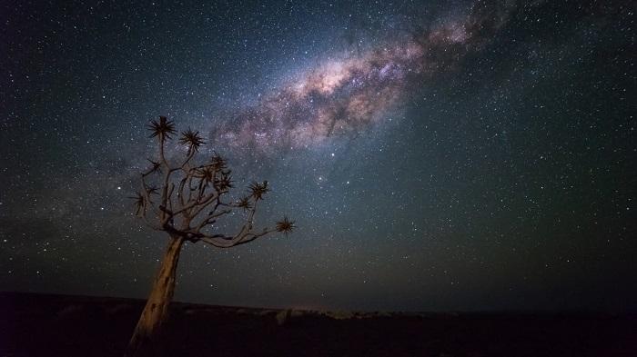Tháng 3 đến tháng 10 có bầu trời không mây,trong trẻo để chụp ảnh và ngắm sao - Sa mạc Namibia
