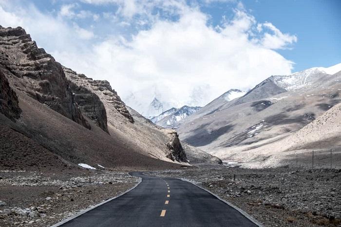Quang cảnh đỉnh Everest ở Tây Tạng - du lịch Shigatse