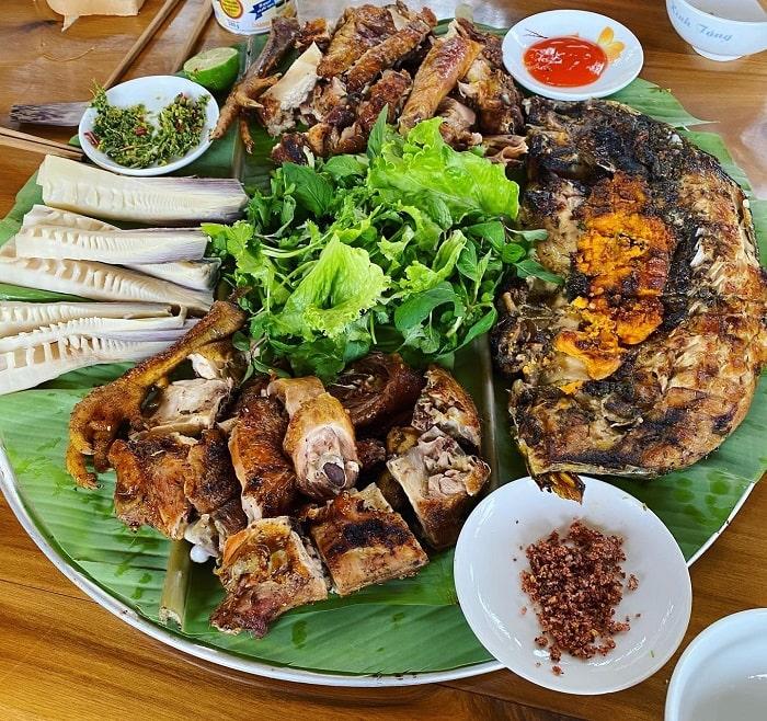 Ẩm thực địa phương tại Nhà Bên Suối Mộc Châu