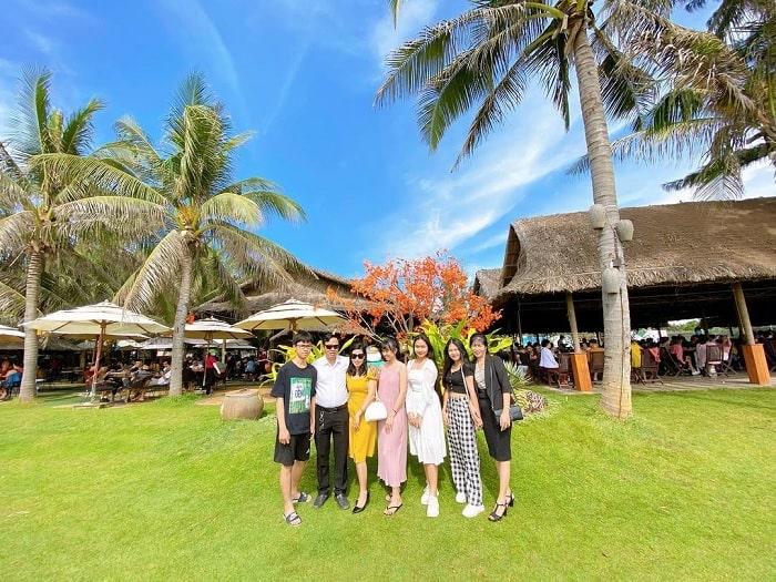 ăn uống - hoạt động không thể bỏ qua tại Bãi biển Đồi Dương